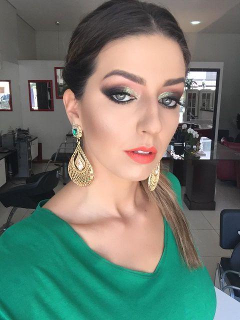 Maquiagem para casamento que combine com vestido verde