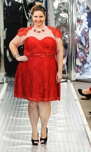 vestido-de-madrinha-vermelho-curto-plus-size