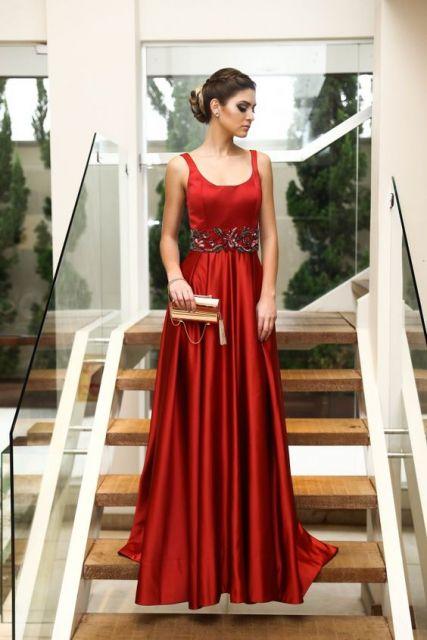 vestido-de-madrinha-vermelho-sangue-cetim