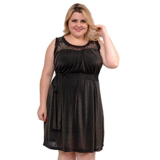 A escolha de um modelo de vestido depende bastante de qual ocasião pretende se vestir para. Falando em vestidos sociais, escolha apenas os de uma cor só. Vestido de festa estampado ganha um toque de simplicidade, e dependendo da festa não é legal.