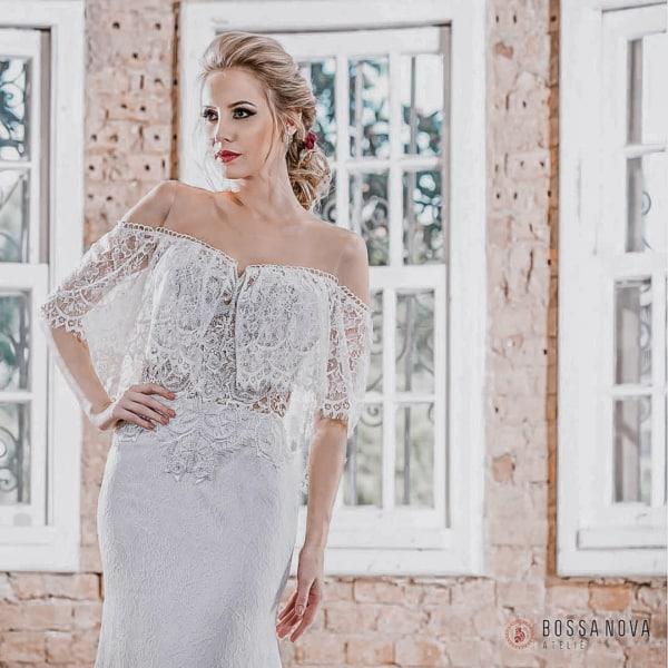 Vestido de noiva boho com decote ombro a ombro, Bossa Nova Ateliê.