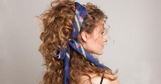 penteados-anos-80-cacheado-com-lenco