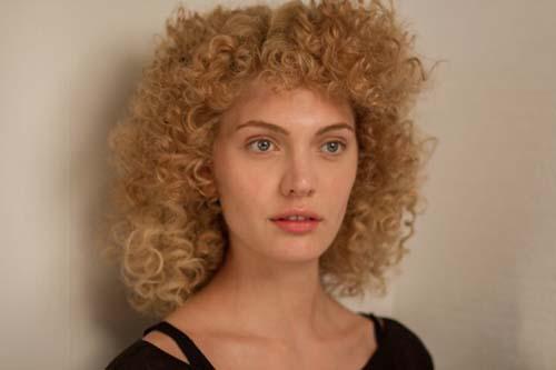 penteados-anos-80-cacheados-curto