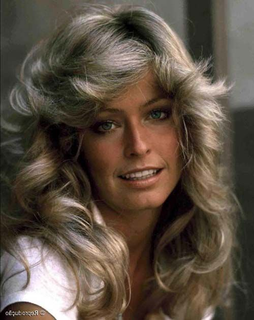 penteados-anos-80-cacheados-longos