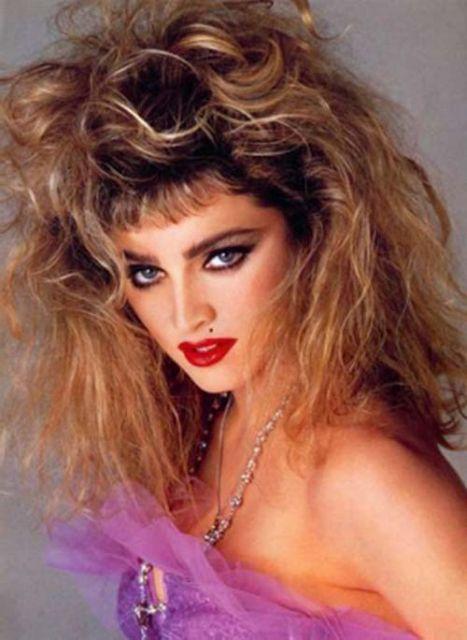 penteados-anos-80-cacheados-selvagens