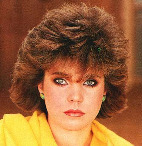 penteados-anos-80-curto-volume