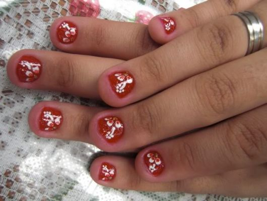 unhas-curtas-decoradas-com-flores