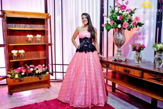 vestido-de-15-anos-rosa-renda-preta-cintura