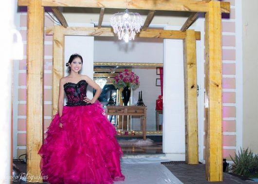vestido-de-15-anos-rosa-top-preto