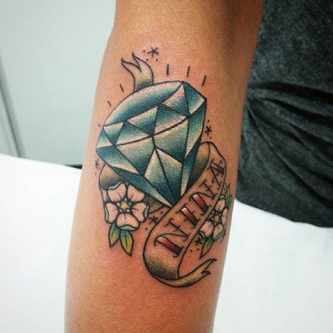 tatuagem colorida com nome