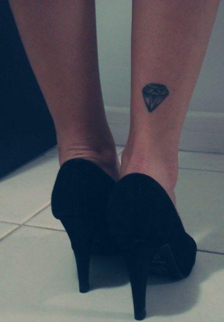 tatuagem calcanhar
