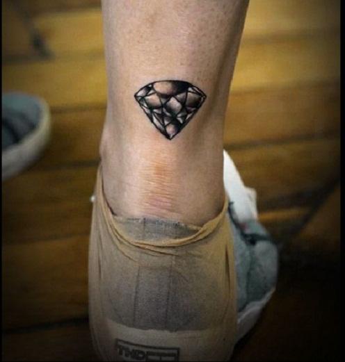 tatuagem sombreada perna