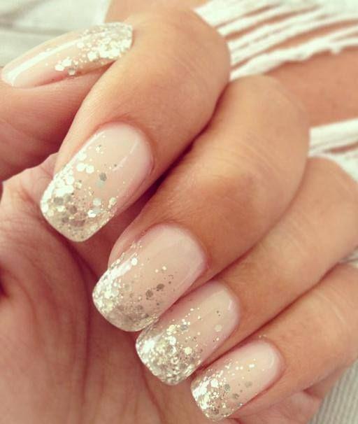 unha branca com nail art