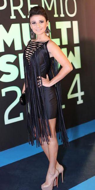 vestido preto tubinho com franja