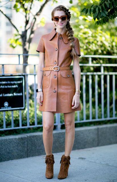 vestido marrom com bota
