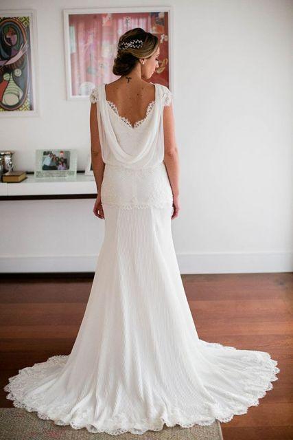 vestido branco com decote nas costas