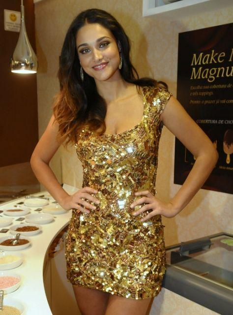 vestido-de-paete-dourado-lindo