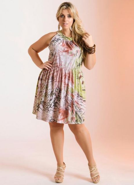 vestido-trapezio-plus-size-estampado