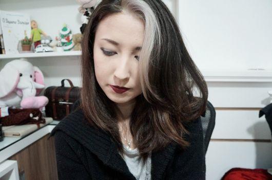 cabelo-com-mecha-branca-escuro
