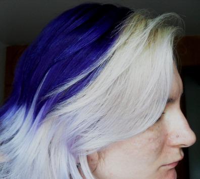 cabelo-com-mecha-branca-roxo