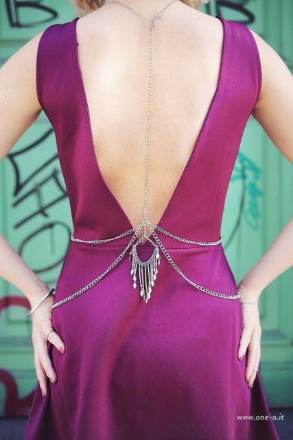 vestido com decote nas costas