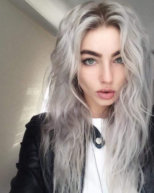 cabelo platinado em morenas cinza