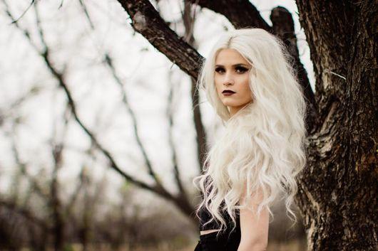cabelo platinado em morenas branco