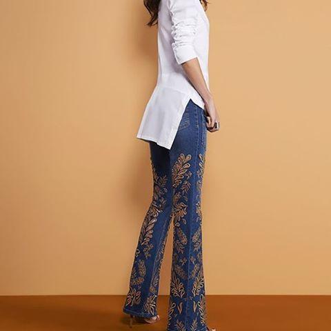calça jeans com renda bordada