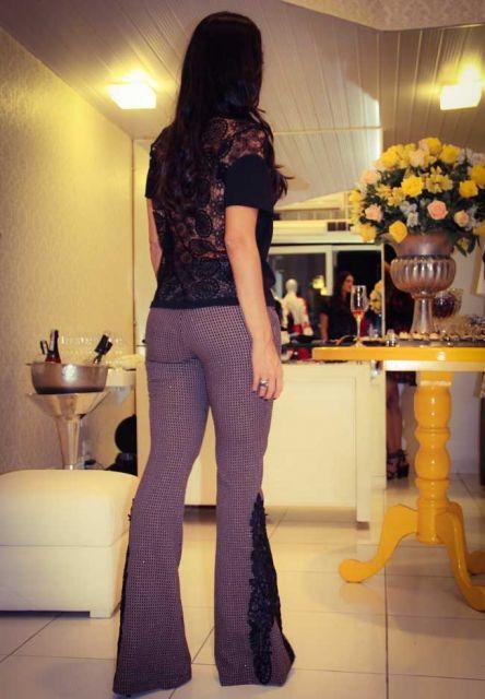 calça jeans com renda na barra