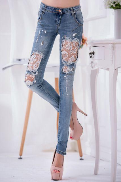 calça jeans com renda rasgada customizada