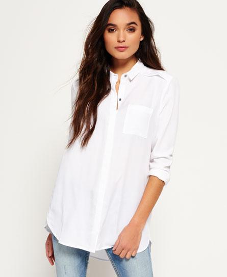 camisa oversized feminina com jeans clarinho