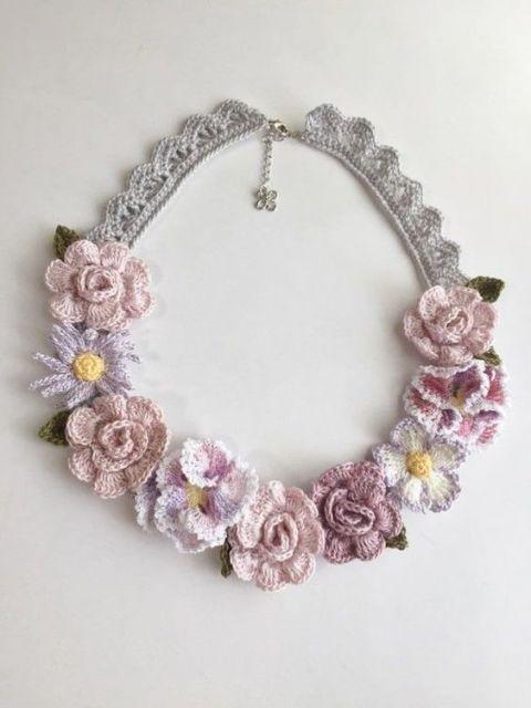 modelo com flores