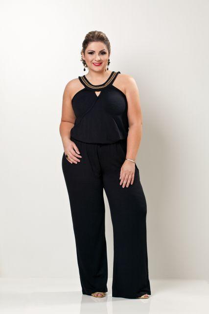 macacao-plus-size-cor-preto-elegante