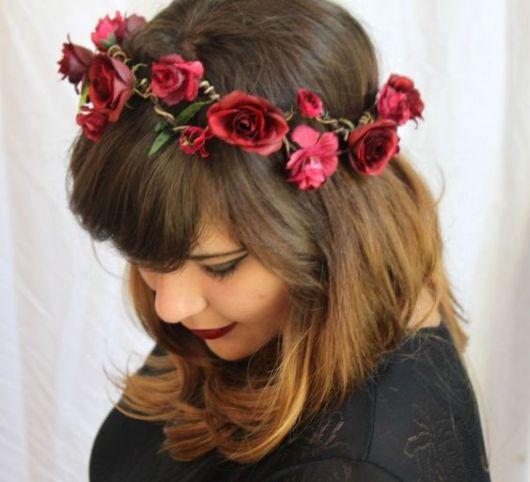 coroa de flores artificiais