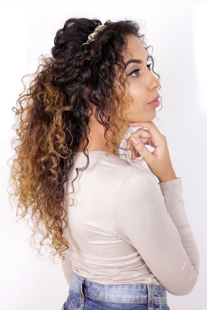 cabelo cacheado com tiara
