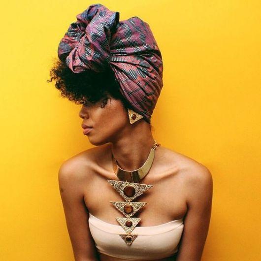 penteado afro com turbante