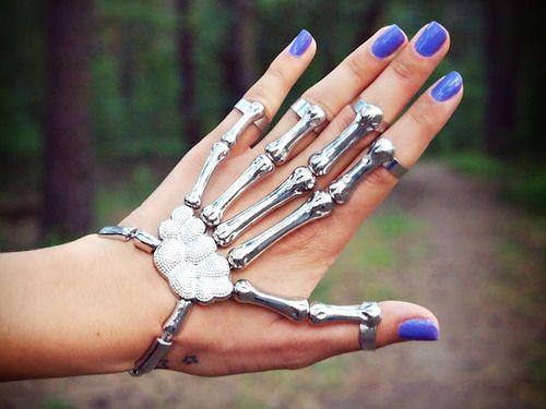 pulseira-de-mao-esqueleto