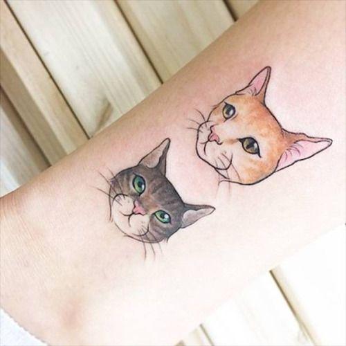 tatuagem de gato delicada e feminina