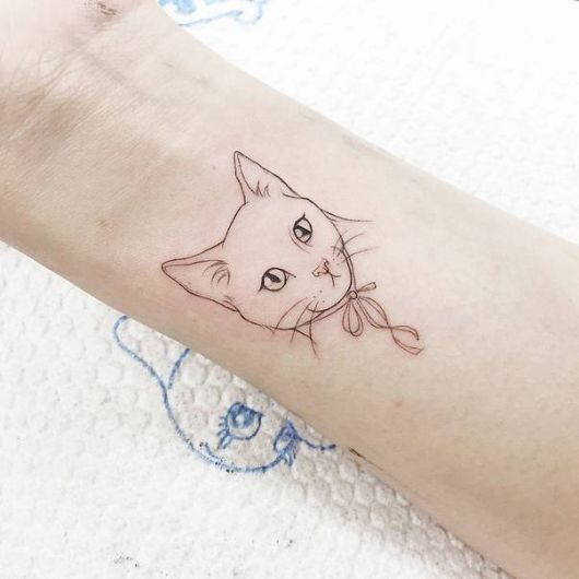 tatuagem de gato delicada no pulso