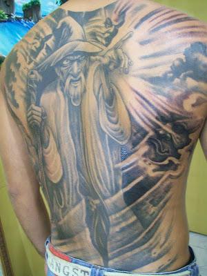 tatuagem-de-magos-nas-costas-2