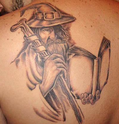 tatuagem-de-magos-nas-costas-8