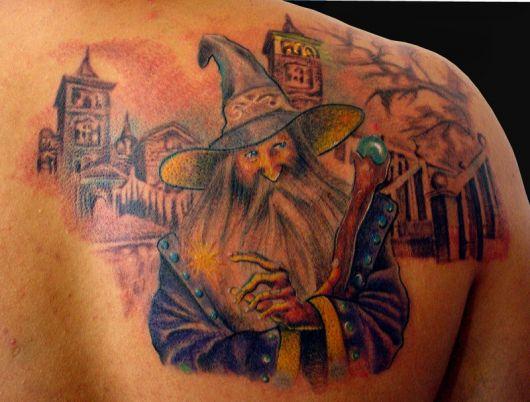 tatuagem-de-magos-nas-costas-9