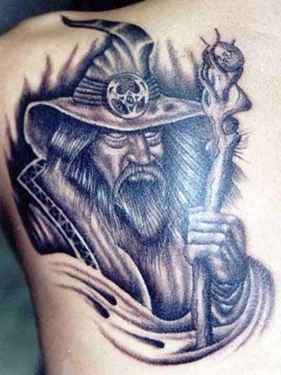 tatuagem-de-magos-nas-costas