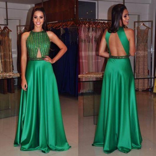 vestido verde bordado