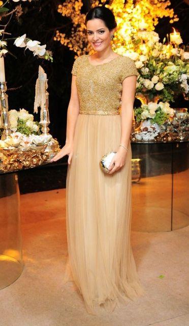 vestido dourado com tule