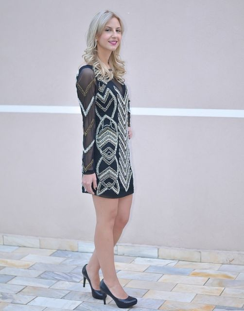 vestido bordado curto