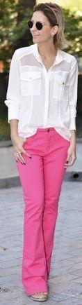 Calça rosa flare linda com camisa branca