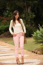 Calça rosa clara é ótima para usar em qualquer ocasião