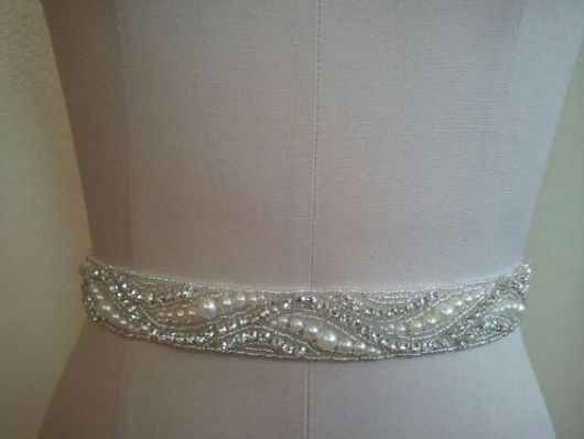 modelo decorado com strass