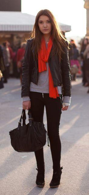 cachecol com jaqueta de couro